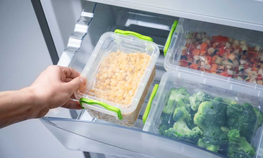 When to Throw Out Plastic Food Containers 3